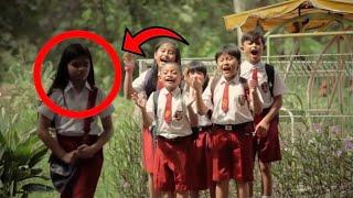 عندما خرجت هذه الطفلة من المدرسة تبكي .. أبكت العالم كله و سوف تبكي انت الآن !! شاهد المفاجئة
