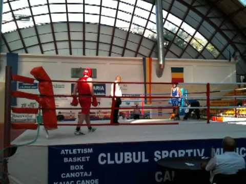 BOX FINALA CALARASI BOLOVAN ROBERT DANIEL +76KG CADETI 7.10.2011