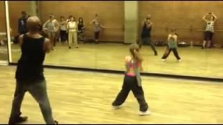 Olhem só que menina talentosa !! Menina com 10 anos dança muito