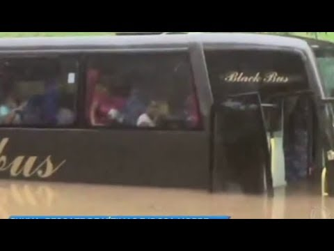 Temporal em SP deixa trinta pessoas ilhadas em ônibus