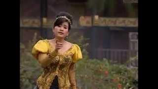 Rideak Rilea dinyanyikan oleh Ike Nurjanah