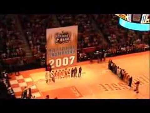 lady-vols---raising-the-2007-national-championship-banner