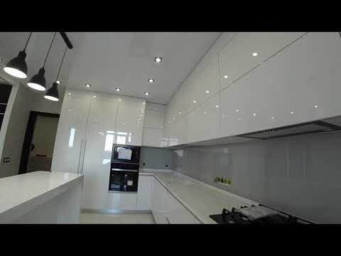 Кухня из МДФ Белого цвета глянец . Остров и Столешница Искусственный Камень . Кухня своими руками .