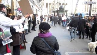 Manifestation devant Gucci contre l'industrie du luxe et le dépecage des reptiles d'Indonésie