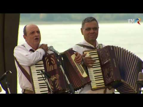 Formaţia Dan Micu - Familia noastră-i muzicală (@Politică şi delicateţuri)