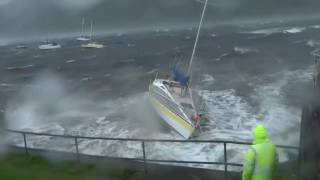Storm crashes a sailing yacht