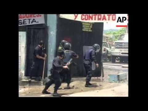 EL SALVADOR: UNION WORKERS CLASH WITH RIOT POLICE