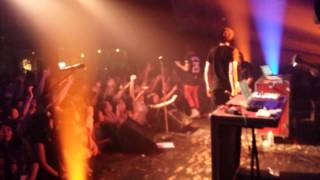 Breathe Carolina - Wooly (live)