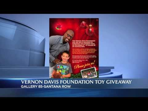 Vernon Davis | Christmas Toy Giveaway Event!