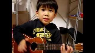 Bé đàn guitar nhăn mặt cực kỳ dễ thương - Từ Thiện Thẻ