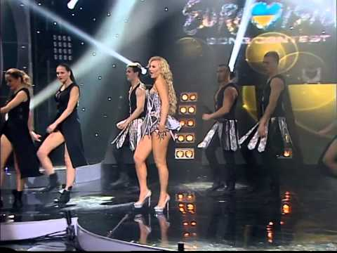 """Guest Star Kamaliya performing """"I'm alive"""" in the finals of Ukrainian Eurovision."""