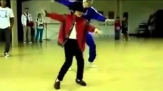 МЕГА ПРИКОЛ Подрастает Майкл Джексон   YouTube