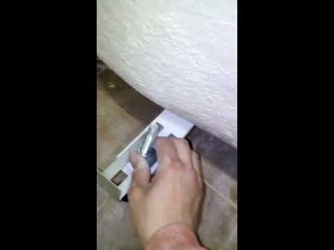 Как крепится экран к акриловой ванне видео