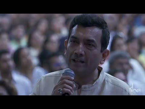 Chef Sanjeev Kapoor asks Sadhguru to cook dosa on stage- In Conversation- Sadhguru & Karan