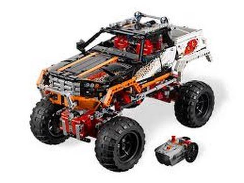 Два мотора и пульт ду в комплекте дают возможность не только погонять по пересечённой местности, но и построить что-то посерьёзнее если у вас уже есть в запасе парочка наборов. Недостатки: несмотря на все достоинства, набор довольно дорог. Это, конечно, объяснимо, но всё равно дорого.
