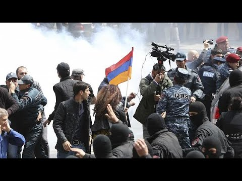 euronews (in English): Mass detentions in Armenia as police fail to quell anti-Sargsyan protests