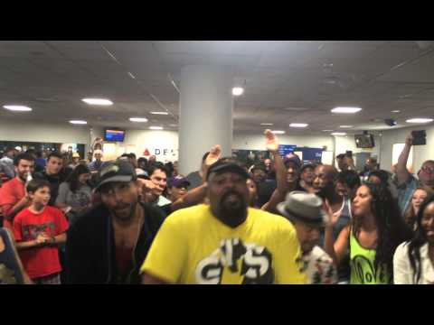 The LION KING & ALADDIN Broadway Casts Airport Sing-Off