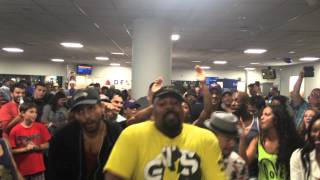 The LION KING & ALADDIN Broadway Casts Airport Sing-Off thumbnail