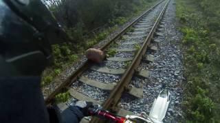 Мотоциклист спас связанную собаку на рельсах \ Biker rescued related dog on the rails
