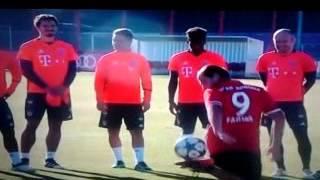 Невероятные трюки игроков Баварии!!