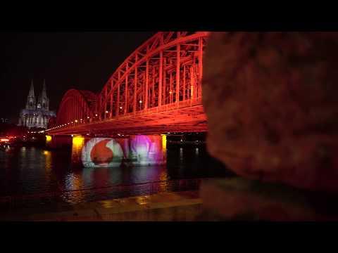 """The perfect match"" mit Unitymedia I Vodafone lässt Hohenzollernbrücke anleuchten"