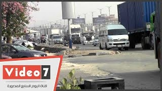 """""""كابوس لا ينتهى"""".. زحام لشاحنات وسيارات نقل ثقيل قرب القرية الذكية"""
