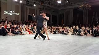 Sebastian Achaval & Roxana Suarez Ciragan Palace 2/4