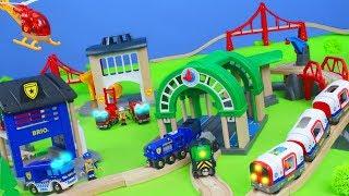 BRIO Züge: Feuerwehrmann, Polizei, Spielzeugautos, Kran & Metro für Kinder | Holz Zug Unboxing