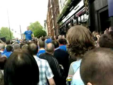 chelsea fans at the globe 2010 fa cup
