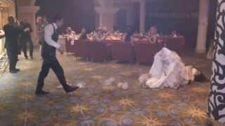 прикол с невестой ( вот как надо танцевать )