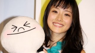 女優の石原さとみさんが、NHNジャパンのスマートフォン向け無料通話・チャットアプリ「LINE(ライン)」のCMに出演することになり、1月25日、東...