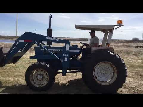 Ford 5600 FWA Tractor w NH 7210 Loader Bucket