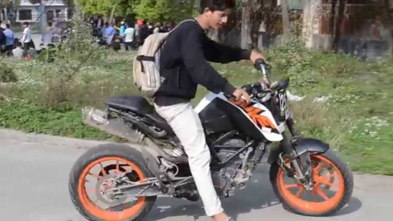 ktm duke 200 custom exhaust (two brothers racing) startup flyby