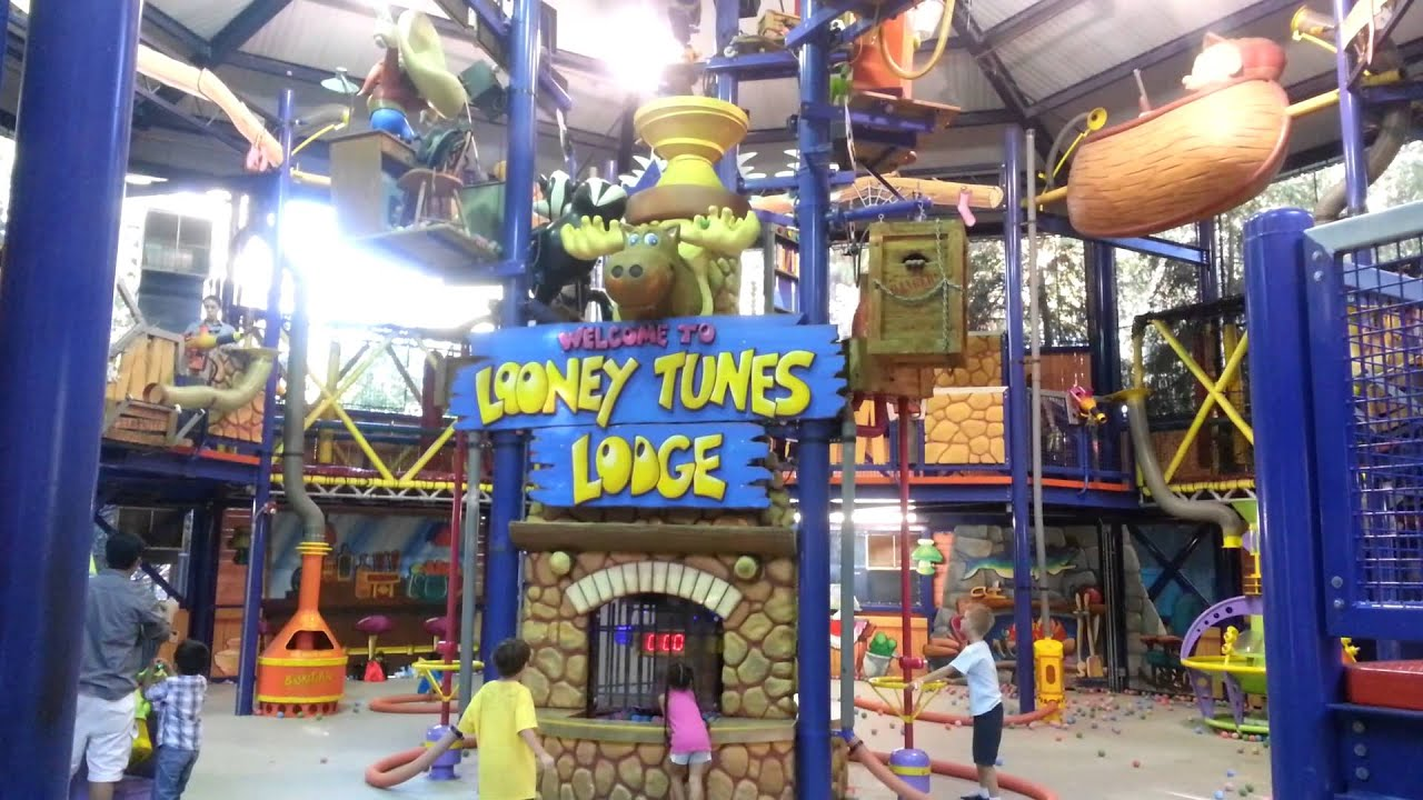 looney tunes lodge at six flags magic mountain youtube
