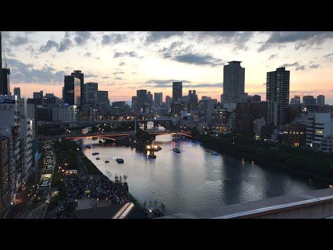 大都会に祈りの輝き 大阪で「天の川伝説」河川に7万のLED電球浮かべる