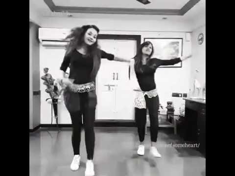The Beautiful girls dancing on Congo theenmaar band