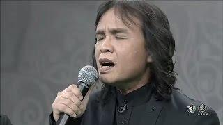 'ครูสลา' ขับร้องบทเพลงซึ้งกินใจ 'เล่าสู่หลานฟัง' แสดงความอาลัยในหลวง ร.๙