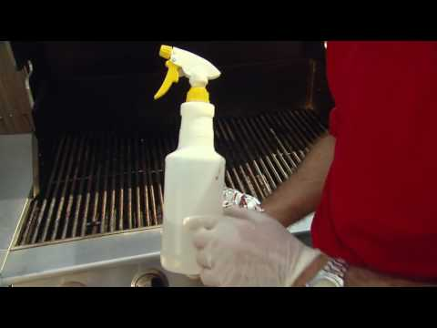 Here's How You Clean a Grill Using Vinegar and Aluminum Foil