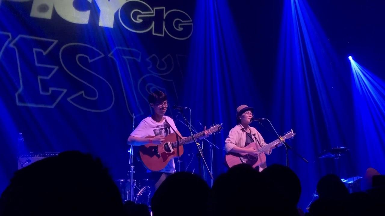 สิ่งเดียวที่รู้สึก (Embed) - Aomsin feat. Stoondio live at #SPICYGIGXLIDOCONNECT