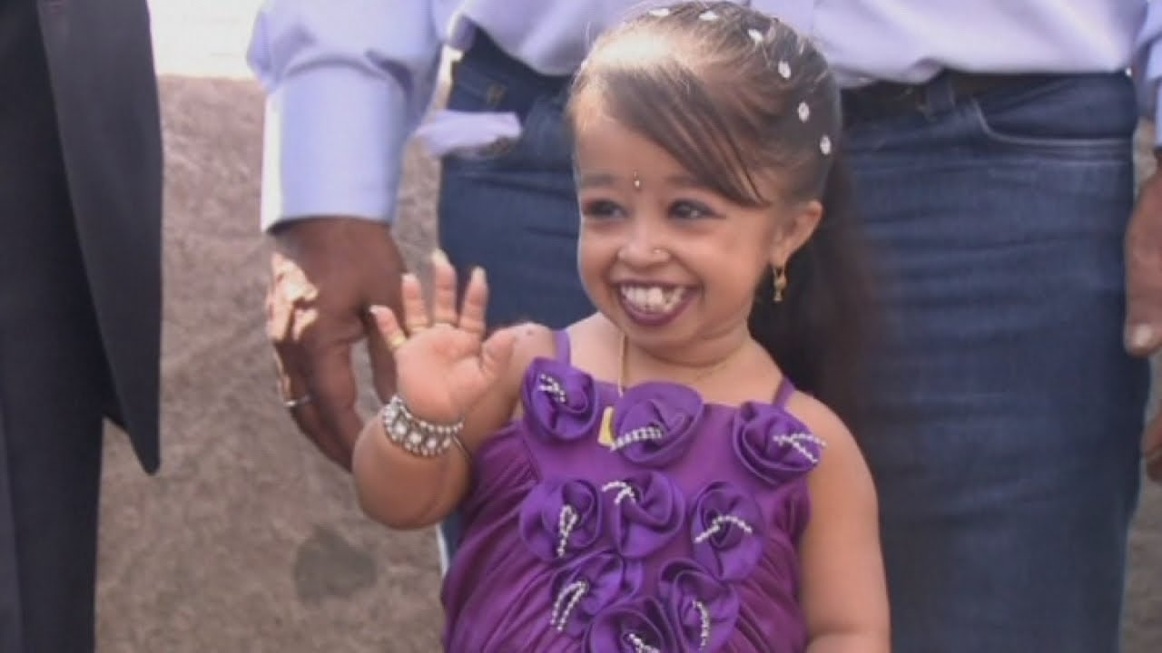 Shortest woman in the world Jyoti Amge heading to Hollywood - YouTube