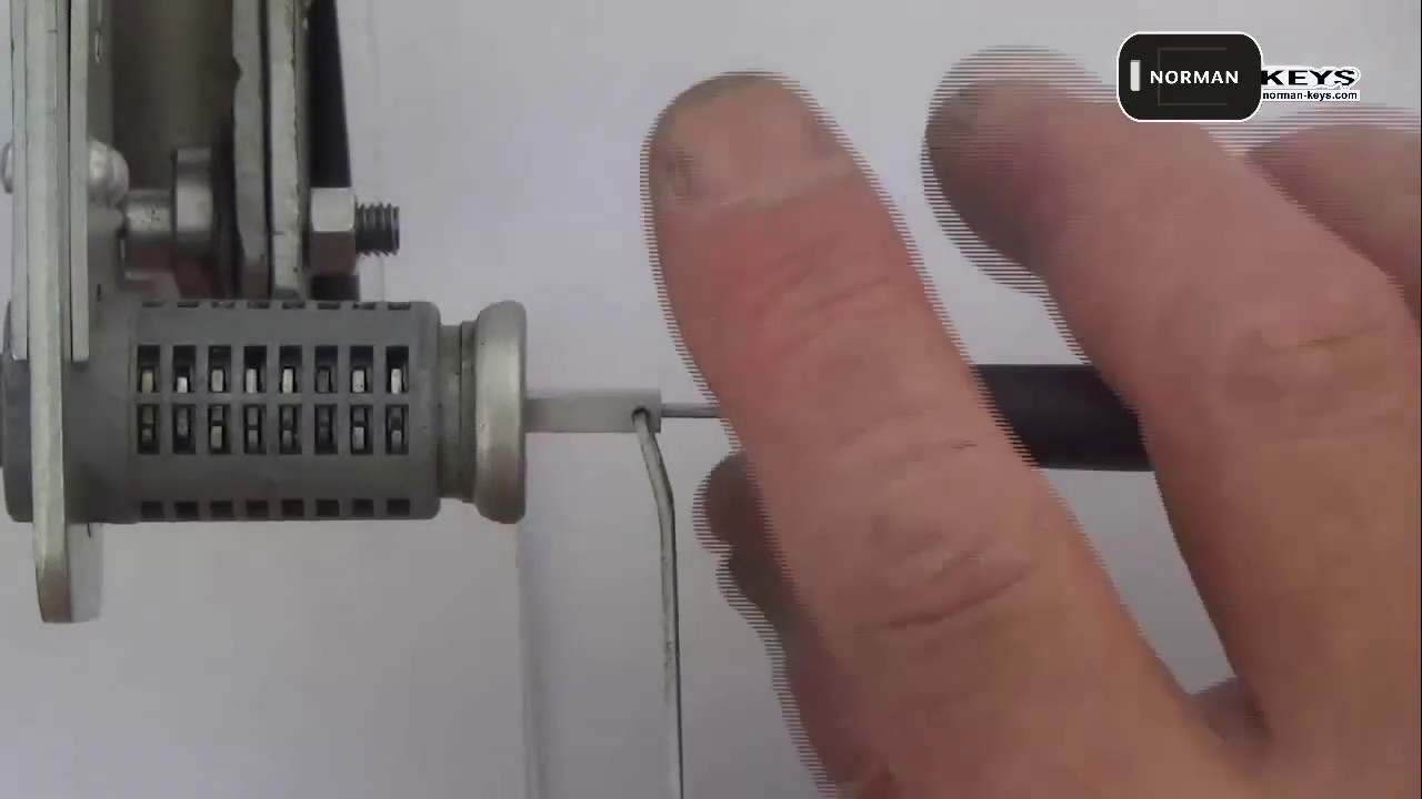 Demo operation video of Lishi tool HU66 2-in-1 Auto Pick and Decoder