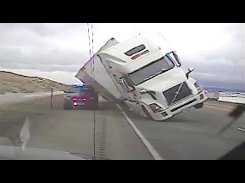 TRUCK DRIVING FAILS CAUGHT ON TAPE! Idiot Drivers On Road 2017
