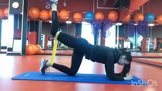 Тренировка ног и ягодиц с фитнес-резинкой
