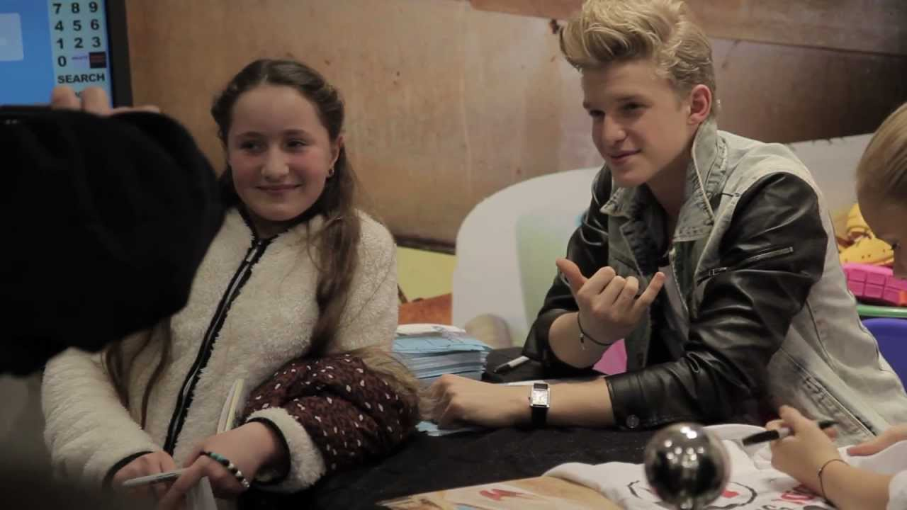 Cody simpson and alli simpson meet and greet at schuh youtube cody simpson and alli simpson meet and greet at schuh m4hsunfo