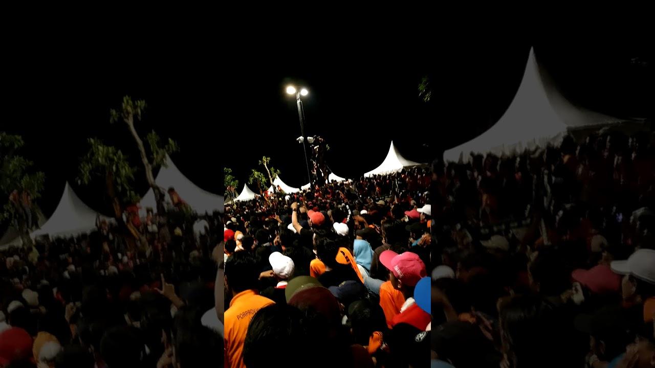 Suasana Nobar Diluar Stadion Gbk Yang Gak Kebagian Tiket Persija Vs Bali United