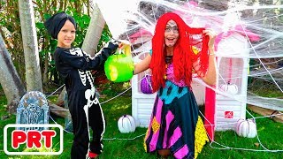 Vlad e Nikita jogam Halloween Travessuras ou gostosuras