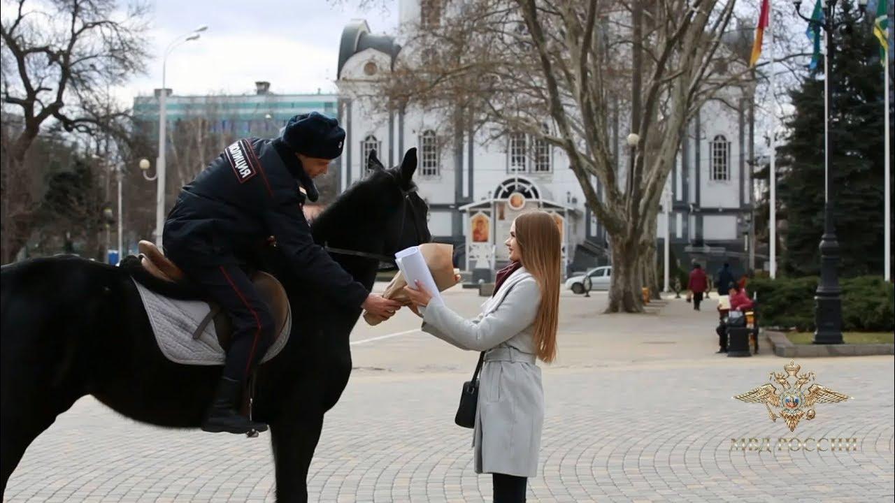 Российские полицейские поздравили женщин с 8 Марта