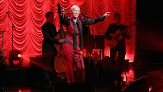 Annie Lennox Performs 'I Put a Spell on You'