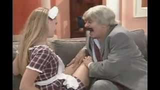 Chico Anysio: Nazareno ajuda sua doméstica, interpretada por Susana Werner, a malhar