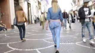 Прогулка с голой попой